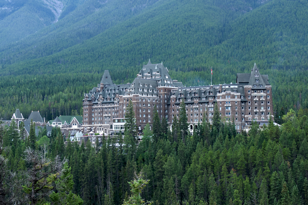 banff-springs-hotel-in-the-canadian-rockies-haunted-hotels