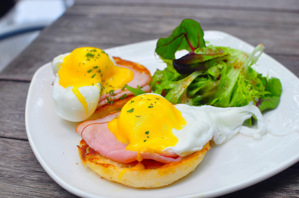 eggs benedics for brunch