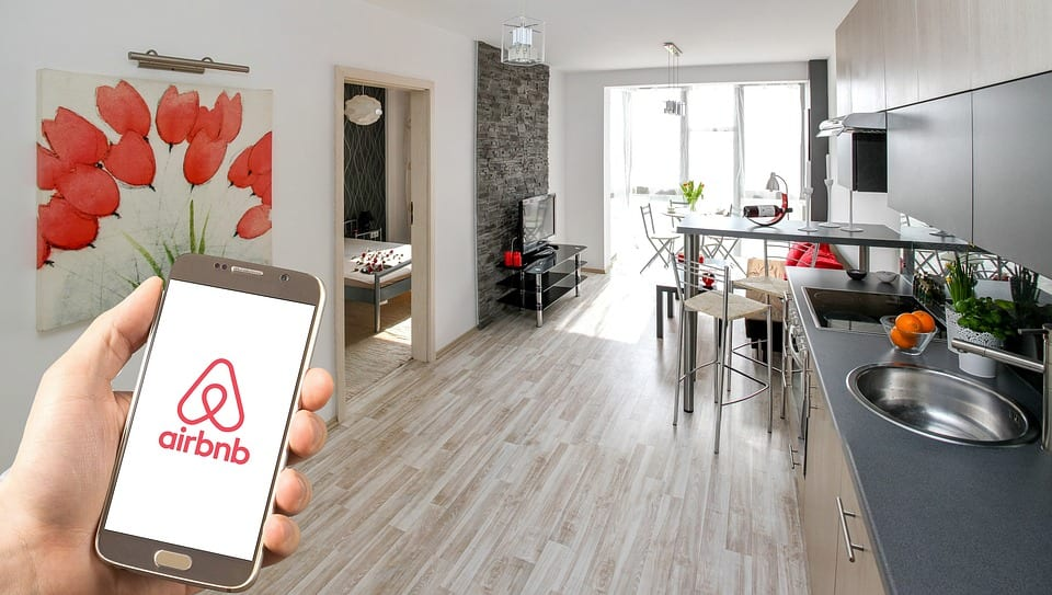 rent an apartment with airbnb and travel chaper