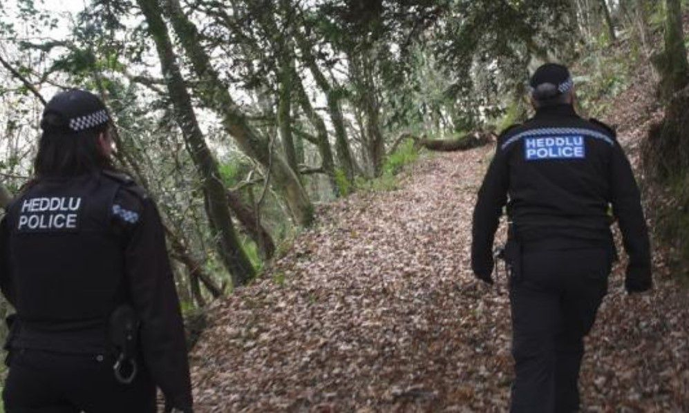 police investigate old chain