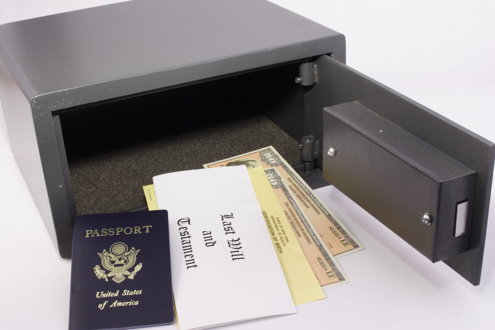 keep person items and important documents safe
