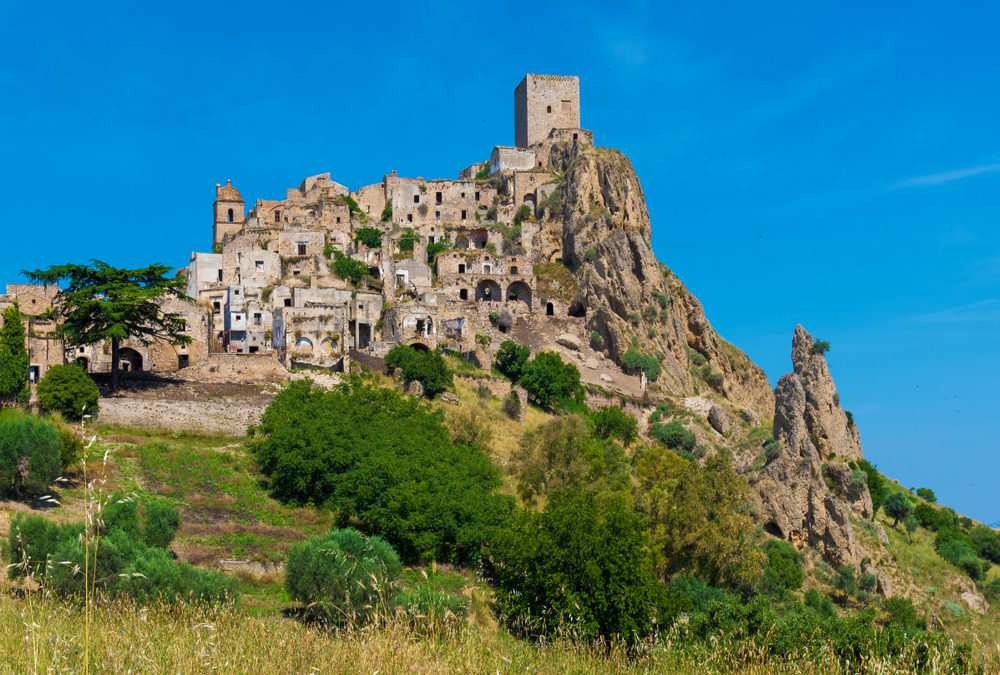 craco-italy-haunted-deserted-places