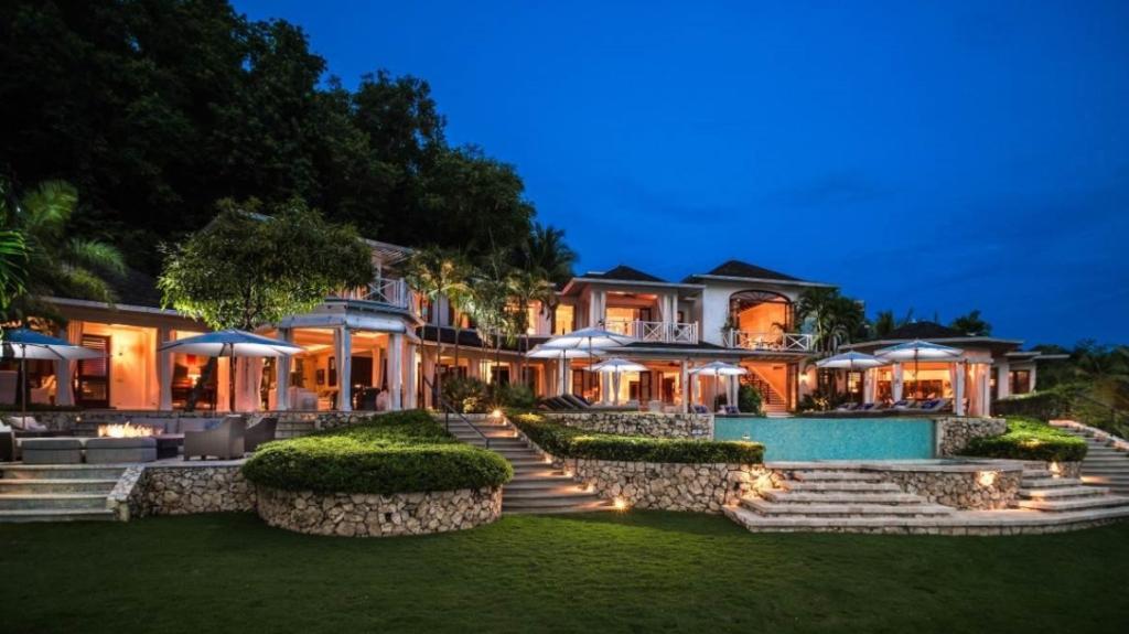 round-hill-hotel-and-villas--1024x575