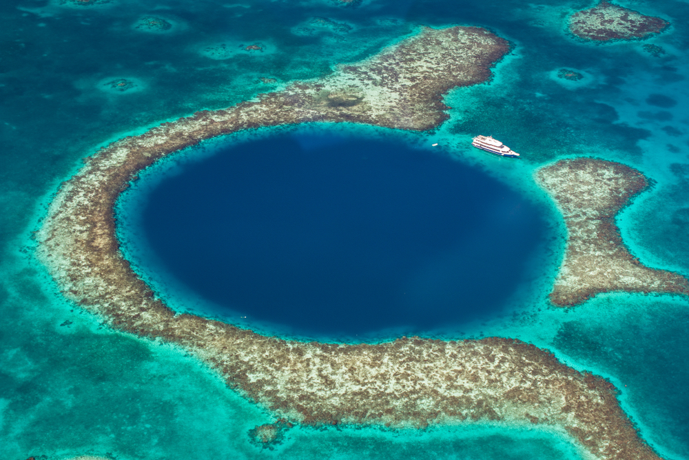 the-great-blue-hole-belize