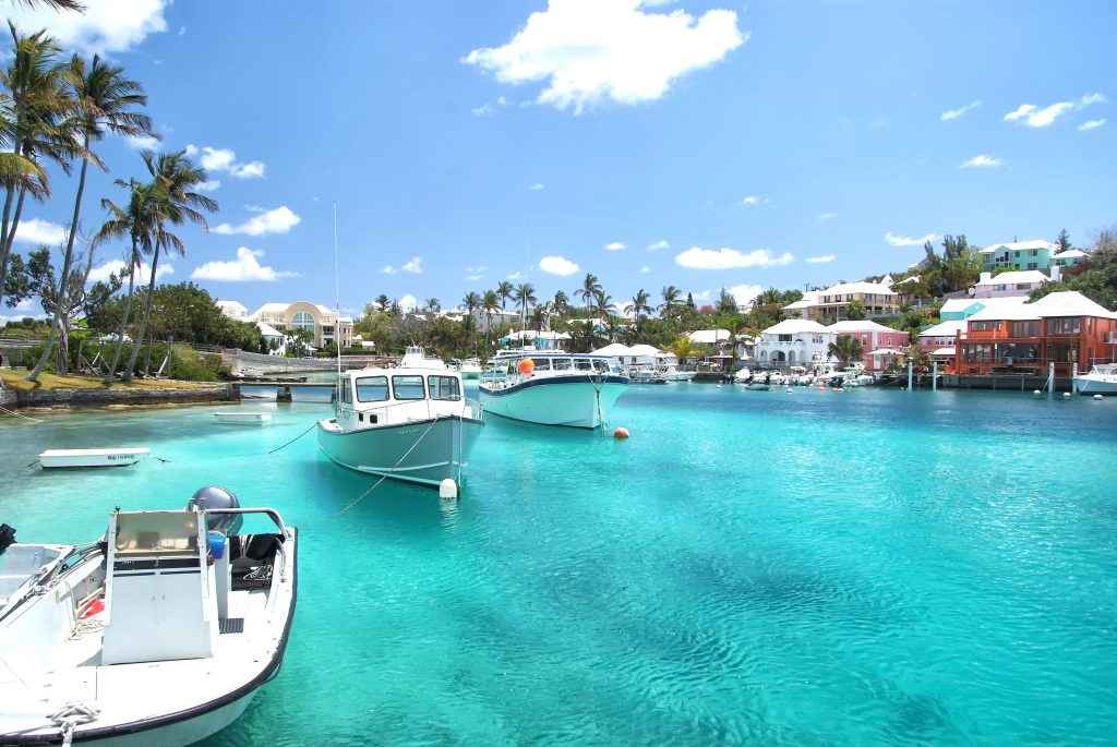 Yacht boats on blue sea water in tropical lagoon in Hamilton