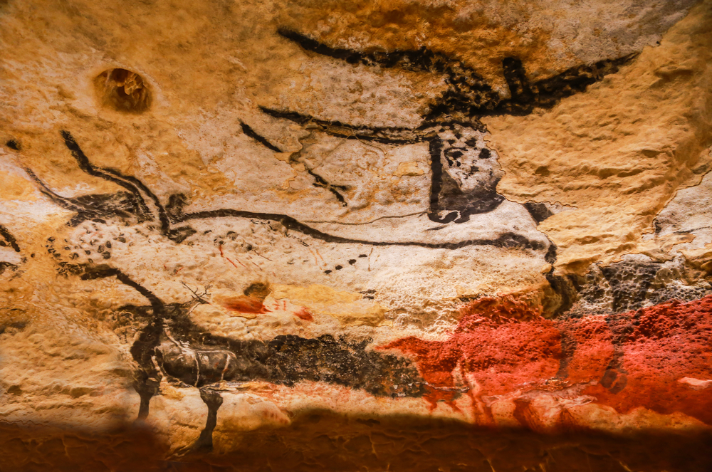 mages of animals, wall painting in the Lascaux Cave